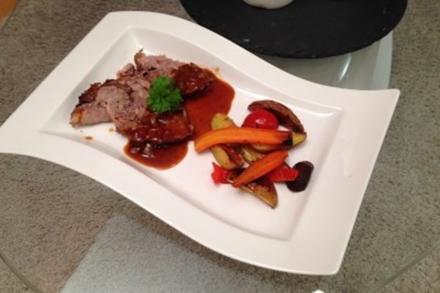 Schweinebraten mit Ofengemüse und Soße - Rezept