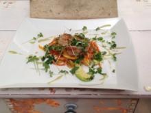 King Prawns in Chili und Vanille gedünstet auf lauwarmen Papaya-Avocado-Salat mit frischen - Rezept