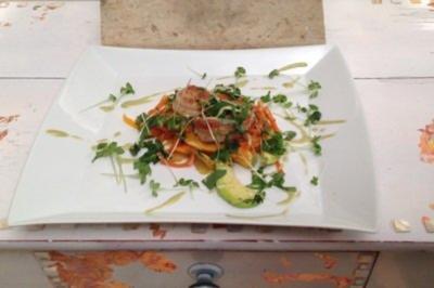 Rezept: King Prawns in Chili und Vanille gedünstet auf lauwarmen Papaya-Avocado-Salat mit frischen