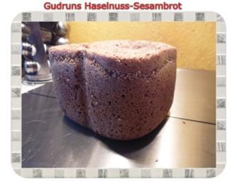 Brot: Haselnuss-Sesam-Brot - Rezept