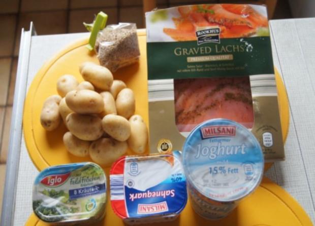 Sesamdrillinge mit Lachs, Senf-Honig-Sauce mit Dill und Kräutercreme - Rezept - Bild Nr. 2