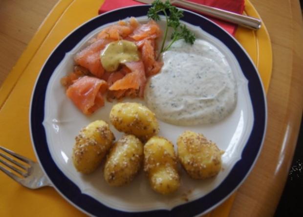 Sesamdrillinge mit Lachs, Senf-Honig-Sauce mit Dill und Kräutercreme - Rezept - Bild Nr. 9