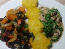 Gebratene Polenta mit Gemüsepfanne und Pilzrahm - Rezept
