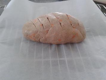 Schnelles, knuspriges Karottenbrot - Rezept