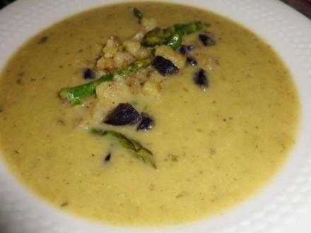 Suppe: Grüner Spargel-Suppe mit Kartoffelwürfel und Spargelköpfen - Rezept