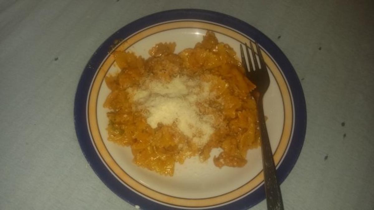Pasta mit Tomatensauce - Rezept von Tinchenbinchen