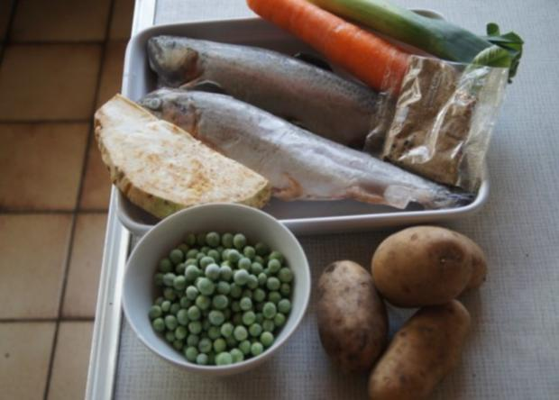 Regenbogen-Forelle mit Gemüse und Erbsen-Kartoffelstampf - Rezept - Bild Nr. 2