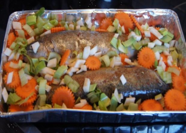Regenbogen-Forelle mit Gemüse und Erbsen-Kartoffelstampf - Rezept - Bild Nr. 5