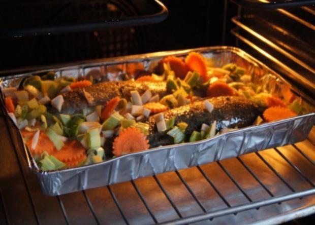 Regenbogen-Forelle mit Gemüse und Erbsen-Kartoffelstampf - Rezept - Bild Nr. 6