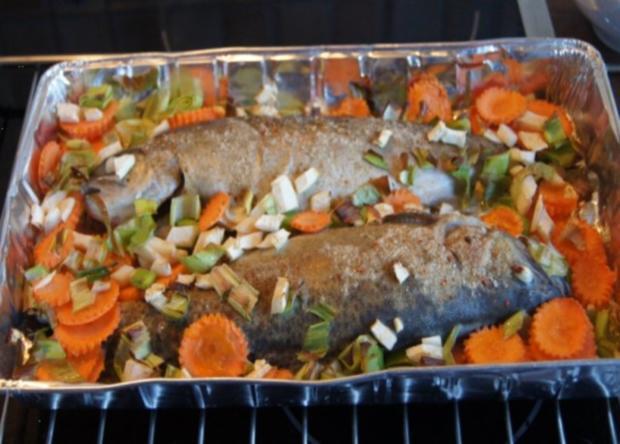 Regenbogen-Forelle mit Gemüse und Erbsen-Kartoffelstampf - Rezept - Bild Nr. 7