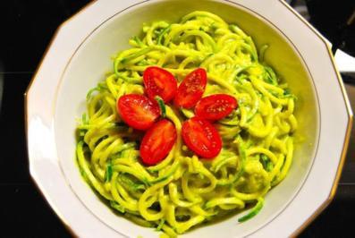 Rezept: Zucchininudeln mit indonesischer Currysauce