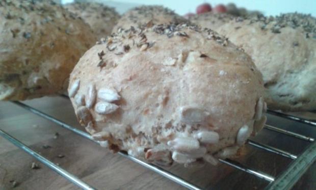 Dinkel-Weizen-Brötchen mit Vollkorn und Körnern - Rezept - Bild Nr. 2