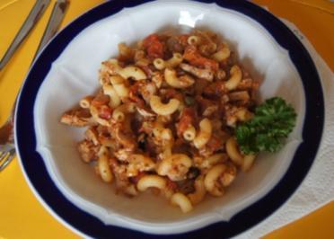 Hörnchennudeln mit Tomaten-Thunfisch-Sauce - Rezept