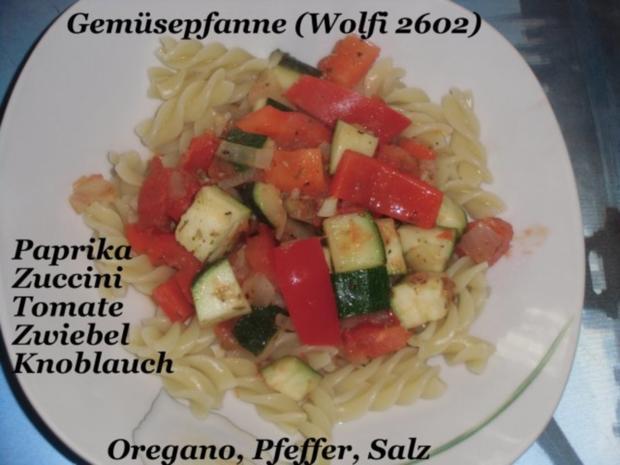 """Gemüse : Paprika, Fleischtomate, Zucchini, Gemüsezwiebel, Knoblauch """"geben sich die Ehre"""" - Rezept"""