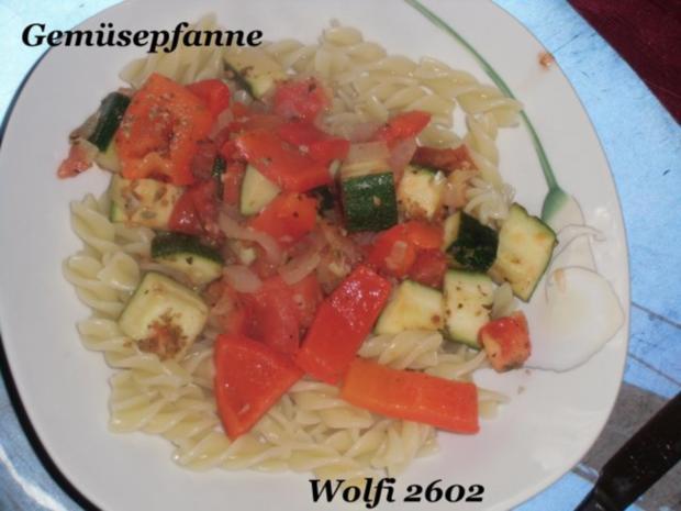 """Gemüse : Paprika, Fleischtomate, Zucchini, Gemüsezwiebel, Knoblauch """"geben sich die Ehre"""" - Rezept - Bild Nr. 3"""