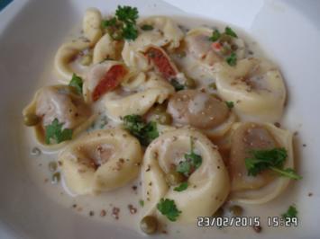 Gefüllte Tortelloni (gefüllt mit Tomate-Mozzarella ) in Sahne -Gorgonzola-Sauce - Rezept