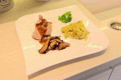 Schweinemedaillons mit Zucchini Rösti (Hauptspeise Tanja Szewczenko) - Rezept