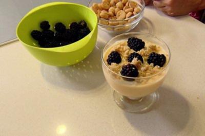 Rezept: Dollys Brombeer Trifle (Nachspeise Tanja Szewczenko)