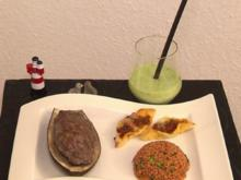 Gefüllte Hackfleischschiffchen mit Bulgurreis und kalter Gurkensuppe - Rezept