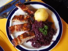 Leiterchen mit Rotkohl, Sauce und Kartoffelklößen - Rezept
