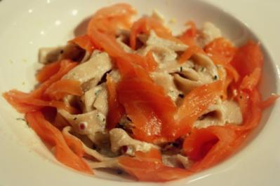 Räucherlachs-Ziegenkäse-Pasta; schnelles Nudelgericht mit Fisch - Rezept