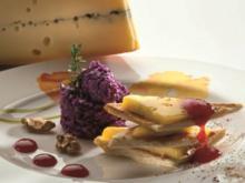 Millefeuille mit Morbier AOP auf einem Salatbett aus gehacktem Rotkohl - Rezept