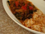 Indisches Spinat-Kokos-Tomaten-Curry mit Linsen-Reis als Beilage; vegetarisch - Rezept