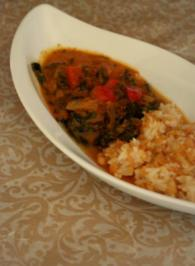 Rezept: Indisches Spinat-Kokos-Tomaten-Curry mit Linsen-Reis als Beilage; vegetarisch
