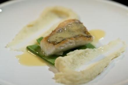 Zanderfilet mit Petersilienwurzelpüree, Zuckerschoten und Beurre Blanc (Daniel Schumacher) - Rezept
