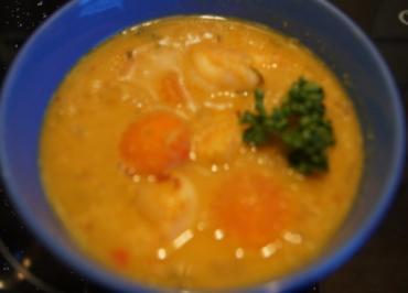 Rezept: Rote Linsen-Gemüse-Suppe mit Riesengarnelenschwänzen