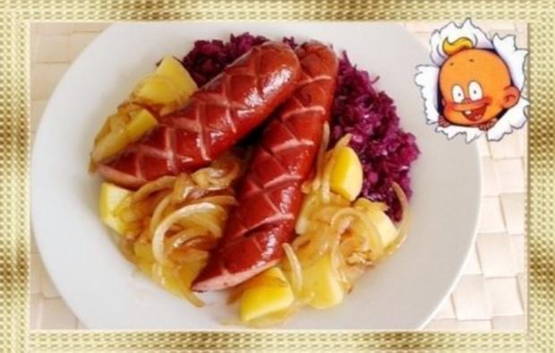 Curry Fleischwurst mit Salzkartoffeln und  Rotkohl - Rezept