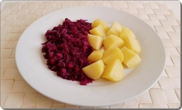 Curry Fleischwurst mit Salzkartoffeln und  Rotkohl - Rezept - Bild Nr. 16