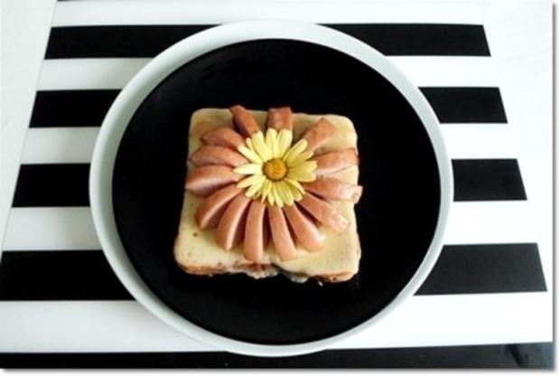 """""""Wurst-Blume""""  auf  Cheddar-Käse-Sandwich - Rezept - Bild Nr. 2"""