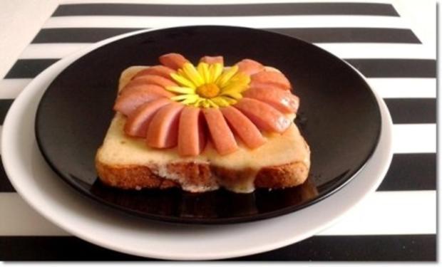 """""""Wurst-Blume""""  auf  Cheddar-Käse-Sandwich - Rezept - Bild Nr. 20"""