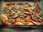 Pikante Blätterteigpizza mit Äpfeln und Gorgonzola; Fingerfood, Snack - Rezept
