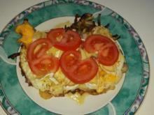 Pfannengerichte: Ei Bekanntschaften mit Zwiebeln, Speck und Camembert - Rezept