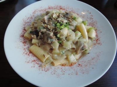 Pasta unter Fenchel, Birnen und Champignons - Sauce mit gerösteten Sonnenblumenkernen - Rezept