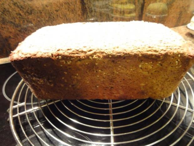 Brot:   ROGGEN-KÖRNER-BROT mit Sesamkruste - Rezept - Bild Nr. 8