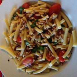 Pasta mit Tomaten grün / weiß / rot - Rezept