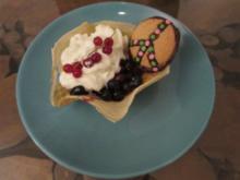 Waffelschale mit karamellisierten Heidelbeeren, Brownies und Peacekeks - Rezept