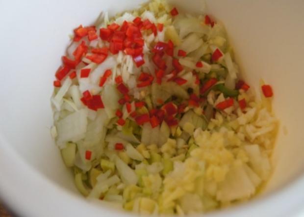 Bolognese à la Papa mit Sellerie-Kartoffelstampf und asiatischen Möhrenblüten - Rezept - Bild Nr. 4