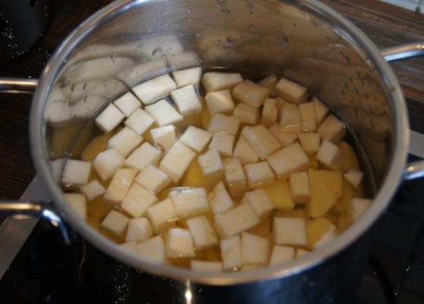 Bolognese à la Papa mit Sellerie-Kartoffelstampf und asiatischen Möhrenblüten - Rezept - Bild Nr. 12