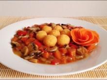 Pikante Champignons-Gemüse-Pfanne mit  Kartoffelbällchen - Rezept