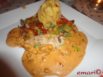 Pute in Orientsauce mit Hummus Nudeln und Kichererbsen Gemüse - Rezept