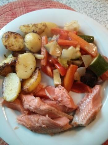 Lachs mit Rosmarienkartoffeln neben mediteranem Gemüse (auch für den Grill!!) - Rezept