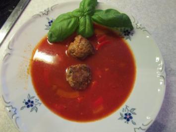 Rezept: Paprika-Suppe mit Hackbällchen