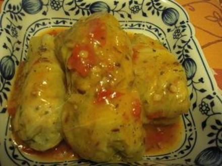 Kohlrouladen aus Spitzkohl mit geschmorten Tomaten und Kartoffelpürree - Rezept