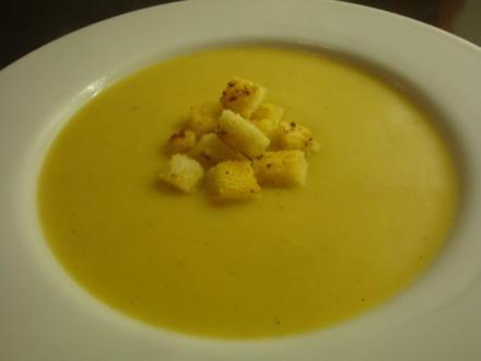 Kartoffel-Cremesuppe mit Knoblauch-Croutons - Rezept