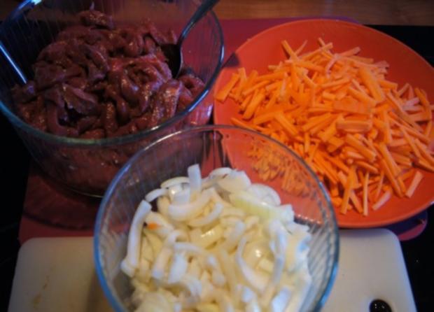 Rindfleisch mit Zwiebeln und Möhrenstiften - Rezept - Bild Nr. 3
