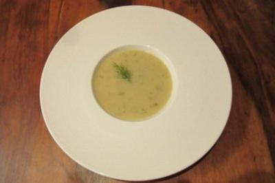 Samtige Suppe von der Pastinake und Apfel, mit Ingwer und Dill verfeinert - Rezept